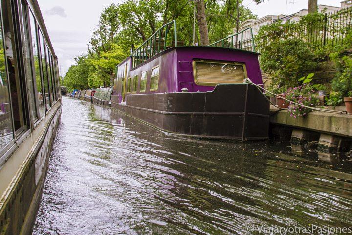 En los canales de Londres en el Regent's Canal con el barco