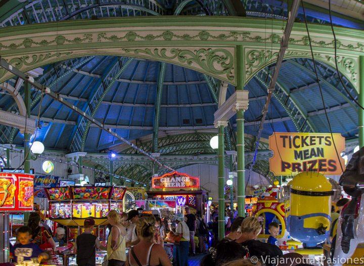 Sala de recreativos en el Brighton Pier, Brighton, Inglaterra