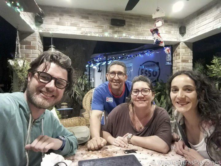 Sonriendo en la casa particular de Ledys y Eddie en La Habana en Cuba