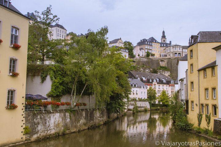 Vista de la Ciudad de Luxemburgo desde el barrio de Grund