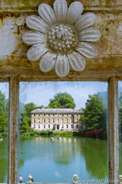Detalle y panorámica desde la Palm House en Kew Gardens, Londres
