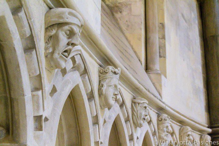 Gárgolas en la parte redonda de la iglesia del Temple, Londres