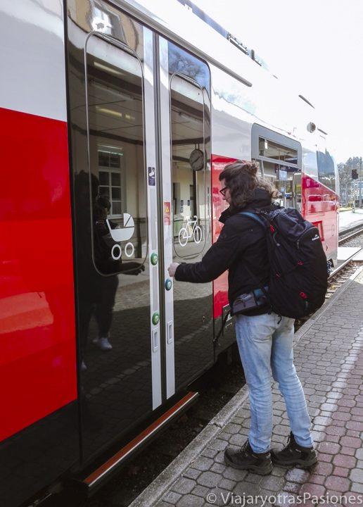 Tren que va a Hallstatt desde la estación de Bad Ischl