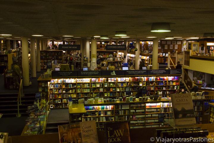 Interior de la famosa librería Blackwell en Oxford, Inglaterra