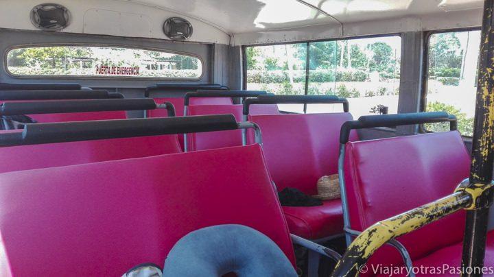 Interior del taxi colectivo en el viaje a Cuba por libre