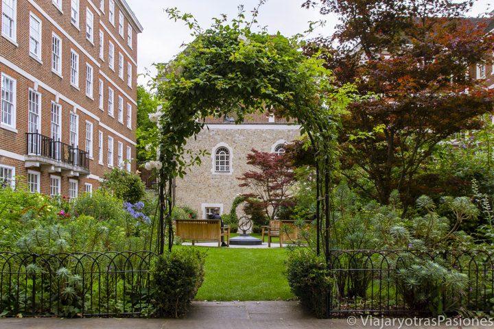 Pequeño jardín en el barrio de Temple, Londres