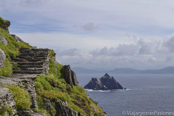 Imagen de Little Skellig desde Skellig Michael, oeste de Irlanda