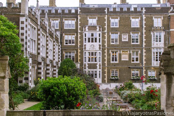 Típico patio del barrio de Temple en Londres, Inglaterra