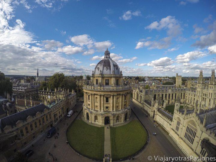 La Radcliffe Camera y el Brasenose College desde la iglesia universitaria de Santa Maria Virgen, Oxford, Inglaterra