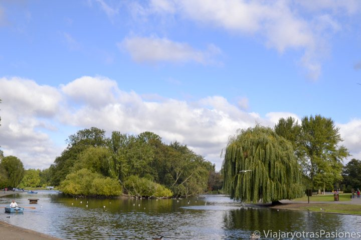 Famoso lago en Regent's Park en Londres, Inglaterra
