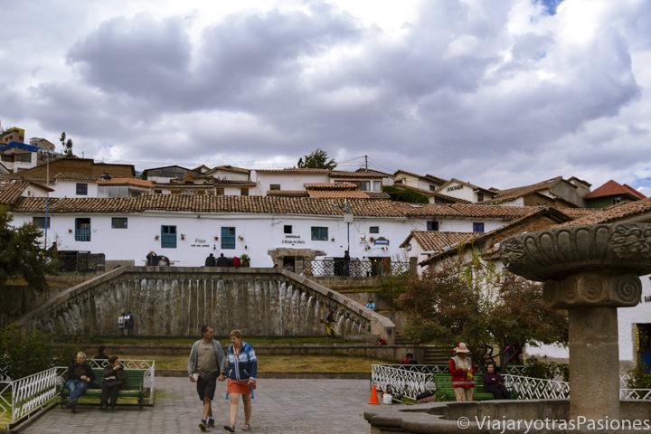 Famosa plaza del bonito barrio de San Blas en Cuzco, Perú