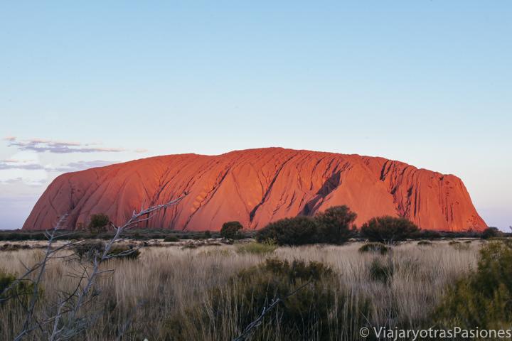 Célebre atardecer en Uluru, en Australia
