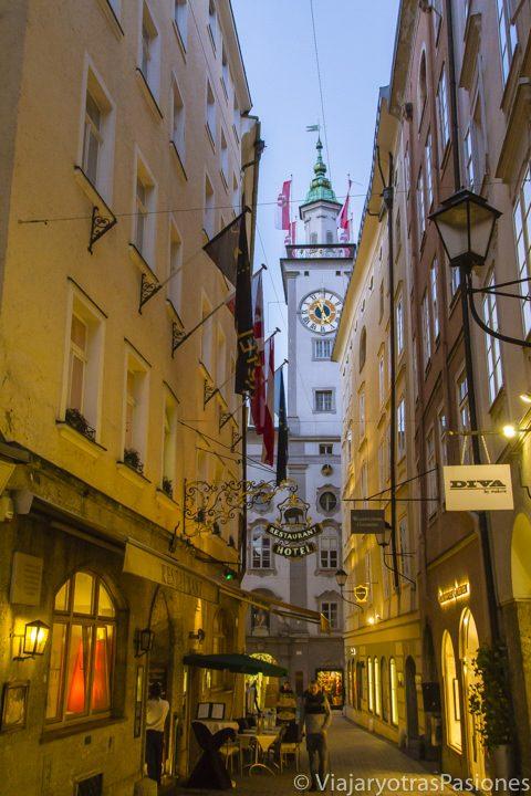 Explorando Getreidegasse, la calle principal del Salzburgo, Austria