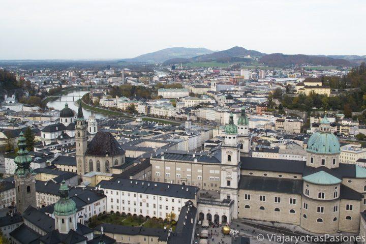 Espectacular vista de la bonita ciudad de Salzburgo, en Austria