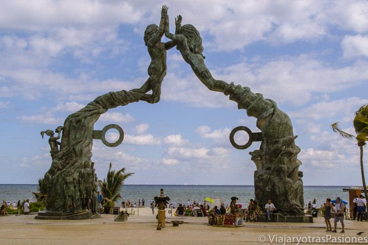 El icónico Portal Maya en Playa del Carmen, México