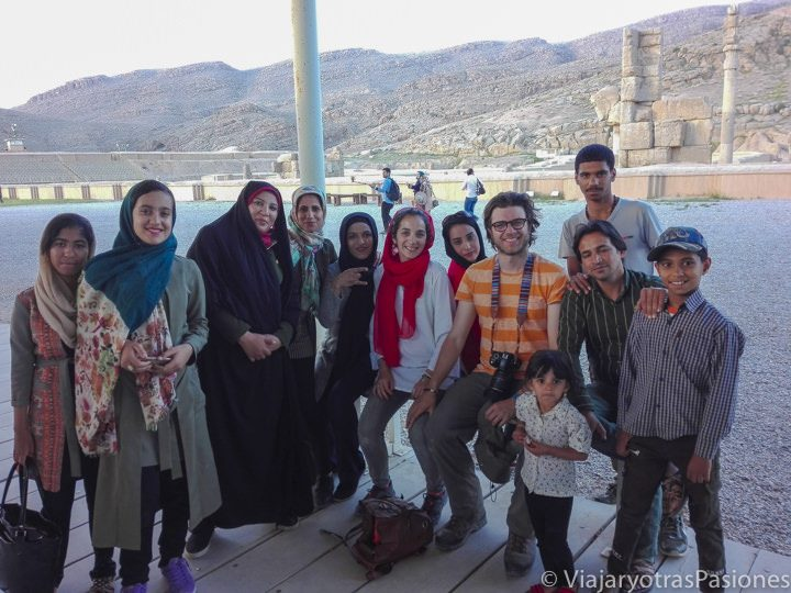 Foto ocasional con un grupo de seguidores iraníes en al viaje a Irán