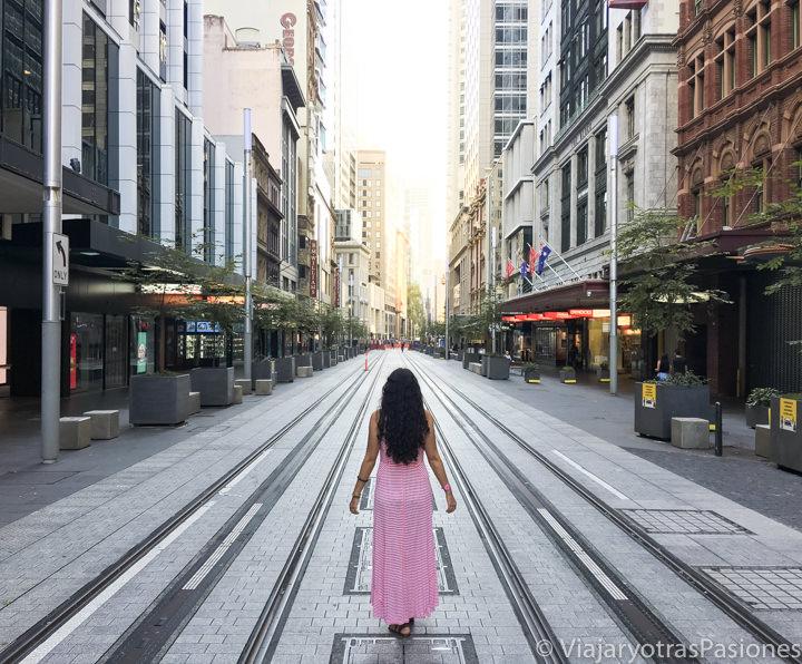 Increíble vista de George Street en el CBD de Sydney, Australia