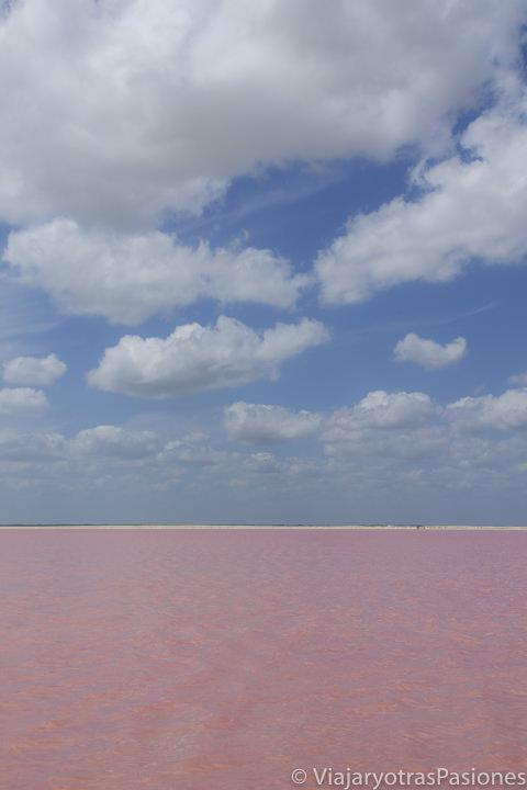 Aguas rosas de las bonitas Coloradas cerca de Valladolid en México