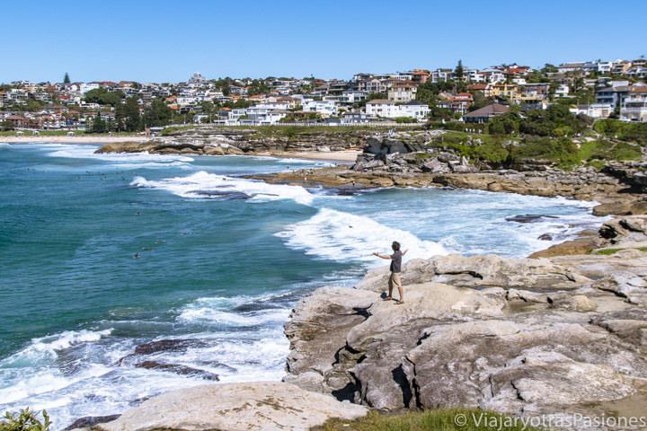 Increíble vista del famoso Costal Walk entre Bondi y Coogee Beach en Sydney, Australia