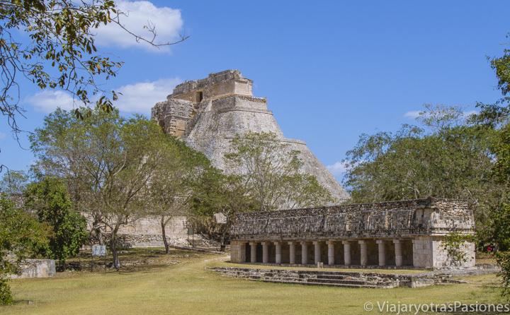 Espectacular vista de la zona arqueológica de Uxmal, México