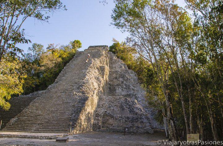 Amanecer en la piramide de Cobá en el viaje por la península de Yucatan, México