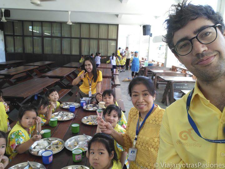 Profesor de Español en Tailandia, con sus compañeros