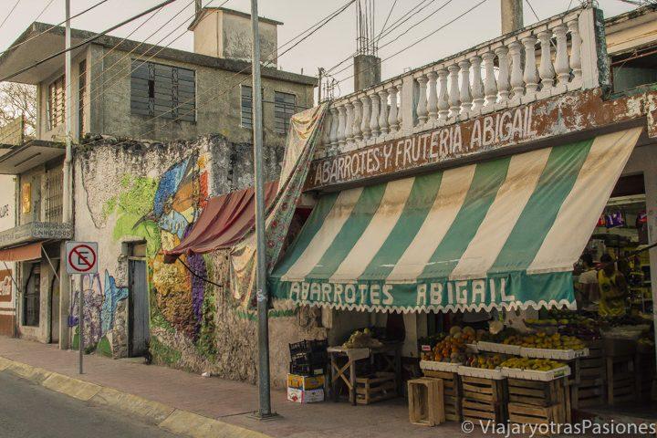 Calle en el pueblo de Bacalar en el viaje a México por libre