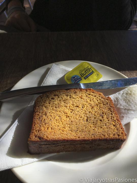 Deliciosa porción de banana bread que se puede comer en Australia