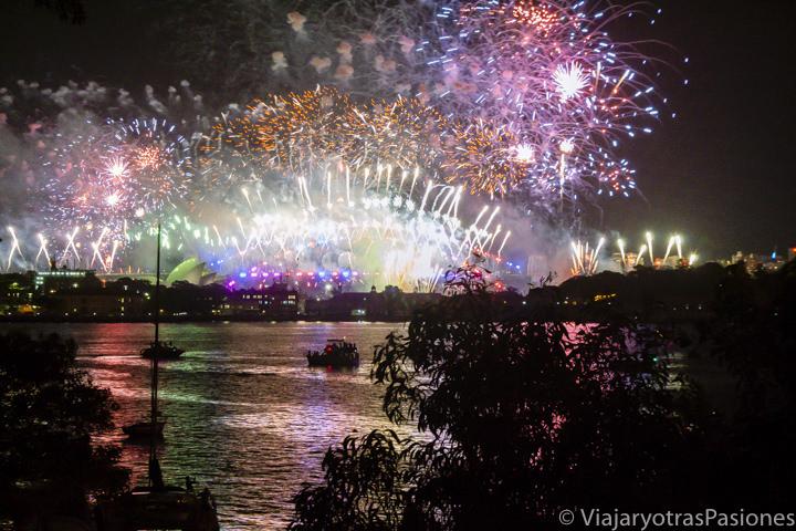 Espectacular vista de los fuegos artificiales de Sydney, Australia
