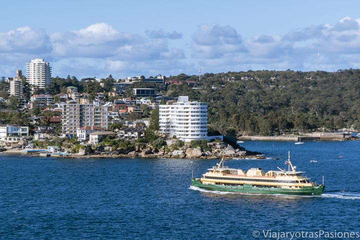 Llegada del Ferry público en Manly, Australia