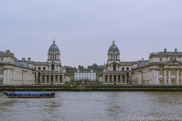 El Old Royal Marine College en Greenwich desde el crucero por el Támesis, Londres