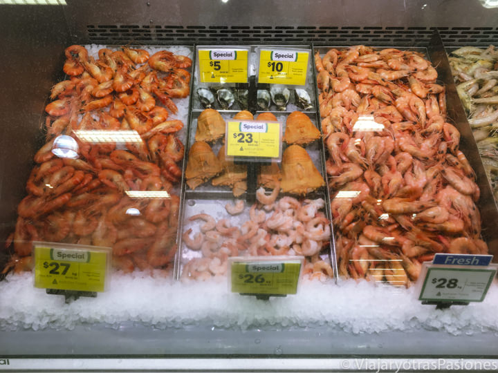 Típica selección de pescado en un supermercado en Australia