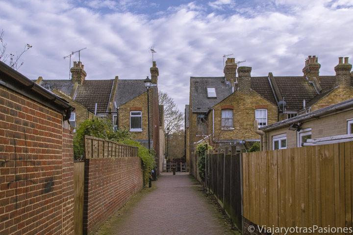 Callejando en típias casas inglesas en Canterbury, Inglaterra