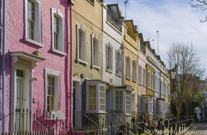 Características fachada de colores de casas en Chelsea, Londres