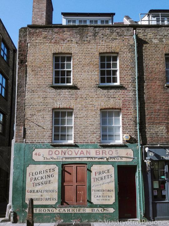 Característica fachada de una tienda cerca del mercado de Spitafields en Londres