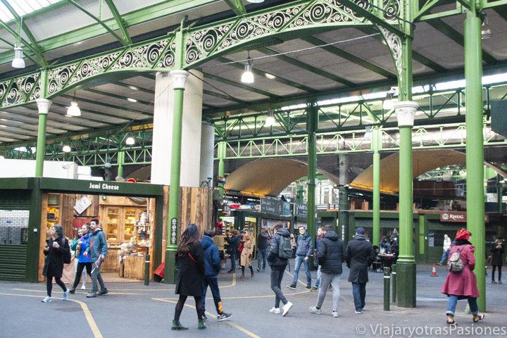 Una de las características entradas del mercado de Borough en Londres