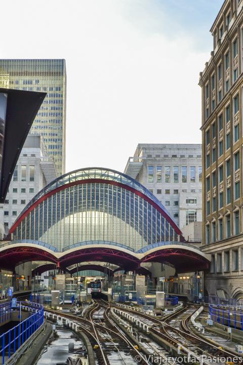 Espectacular estación de la DLR en Canary Wharf, Londres