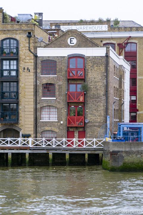 Famoso sitio del Execution Dock en las orillas del río Támesis en Londres, Inglaterra