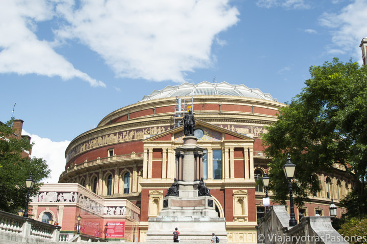 Característica vista del famoso Royal Albert Hall en Londres