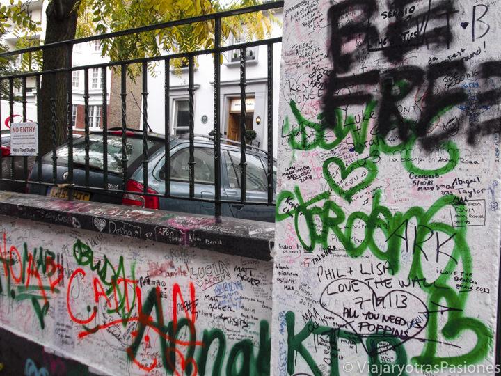Mítico muro de los estudios de Abbey Road en Londres, Inglaterra
