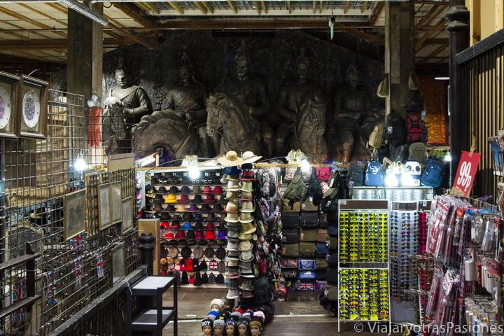 Espectacular interior del bonito mercado de Camden Town en Londres, Inglaterra