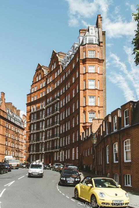 Edificio curioso en el barrio de South Kensington en Londres, Reino Unido