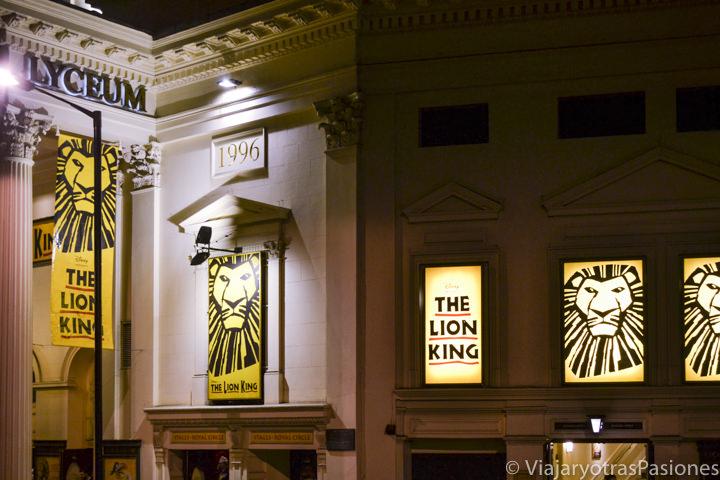Fachada del Lyceum Theatre, donde se puede ver el espectáculo del Rey Leon en Londres