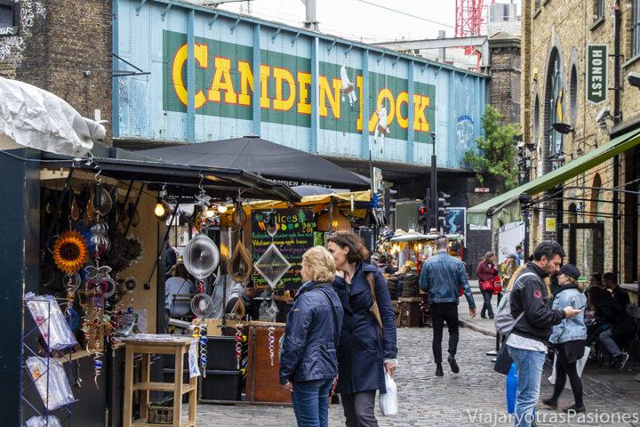 Bonita vista del mercado de Camden Town en Londres, Reino Unido