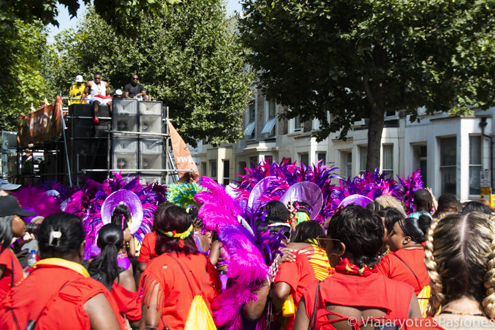 Famoso desfile del Carnaval de Notting Hill en Londres, Inglaterra