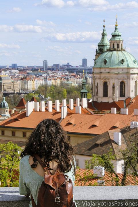 Hermosa vista desde uno de los miradores del castillo de Praga, República Checa
