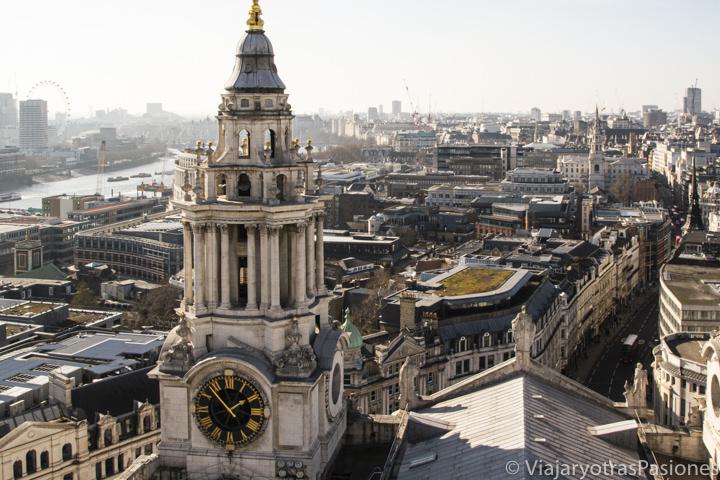 Hermosa panorámica desde la catedral de St Paul de la ciudad de Londres, Inglaterra