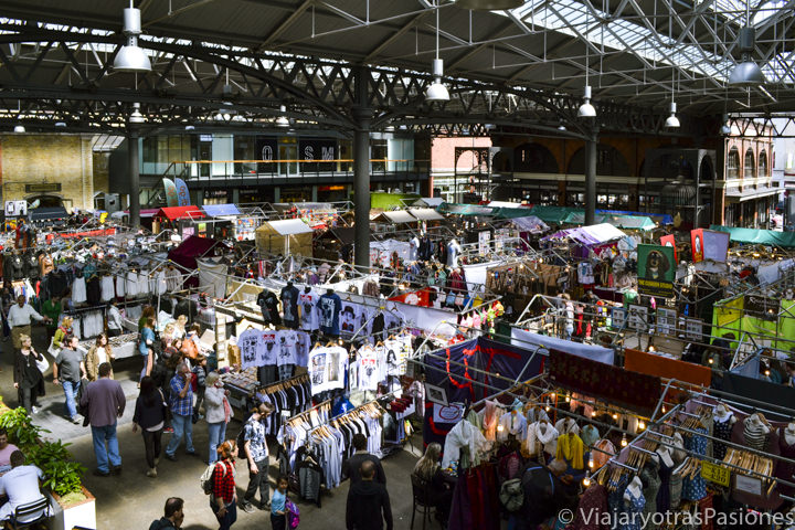 Vista panorámica del célebre mercado de Spitafields en Londres, Inglaterra