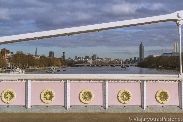 Vista desde el Albert Bridge, uno de los puentes mas bonitos de Londres