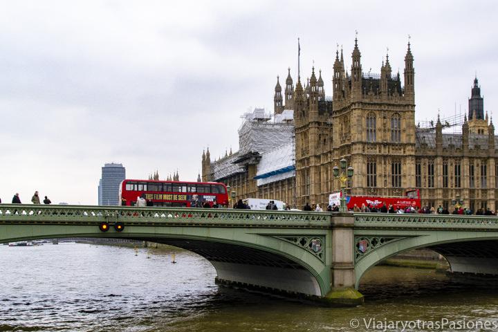 Imagen del parlamento de Westminster y del puente sobra el río Támesis, Londres